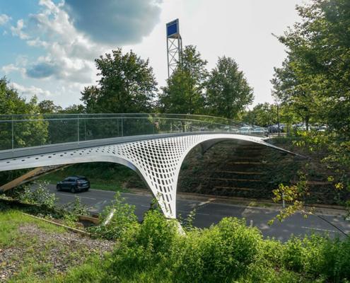 Stahlbau Brücke über Straße